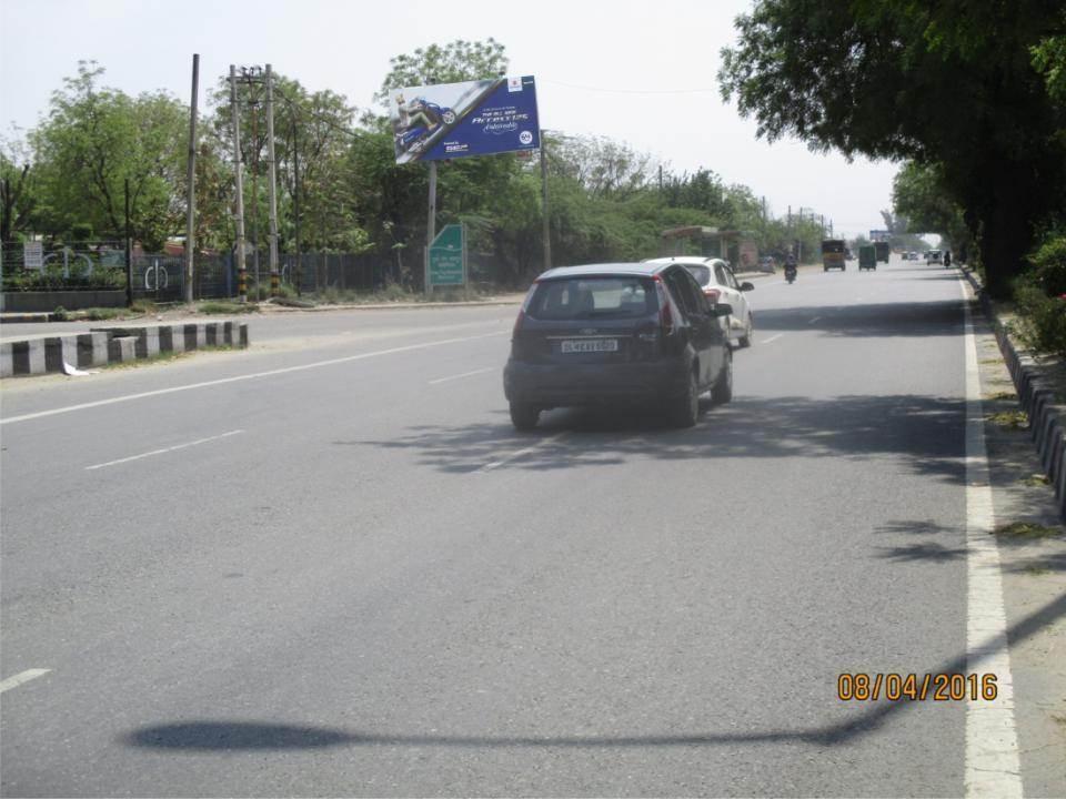 Singhu  Border  Nr. Guru Teg Bhadur  Memorial, Delhi
