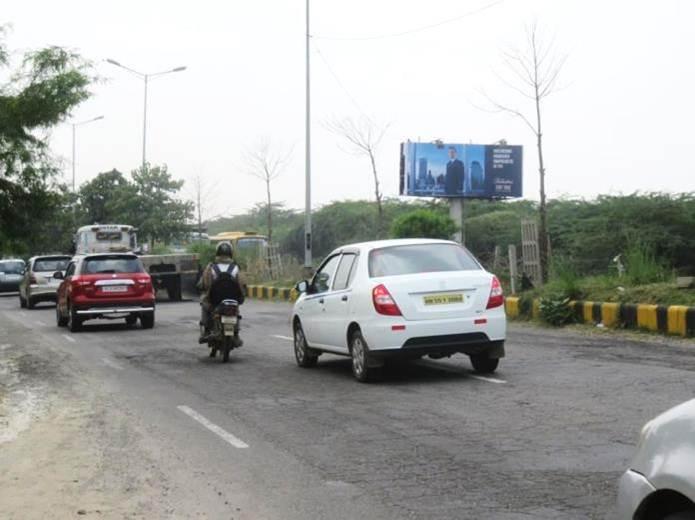 Outside Police Post, Gurgaon