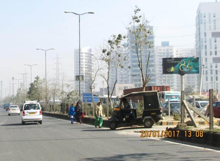 Outside Pioneer Park, Gurgaon