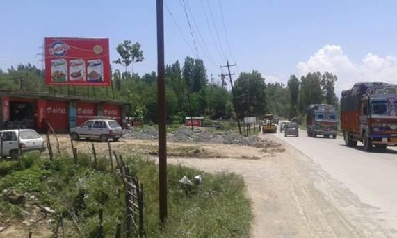 Near Motor Garage Noorpora, Qazigund