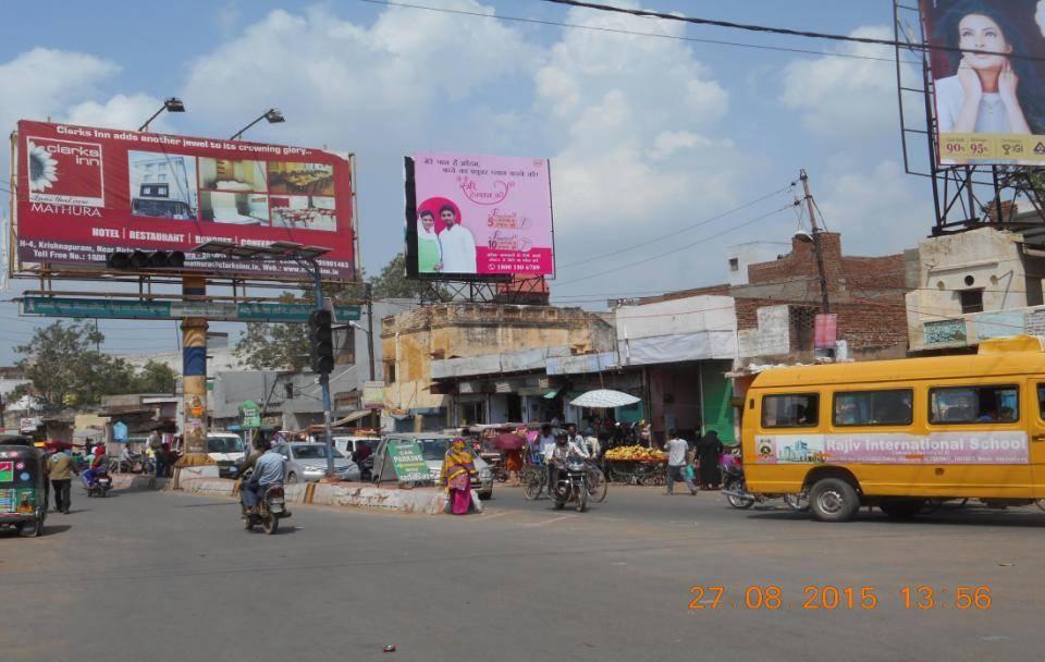 Deeg Gate tiraha, Mathura