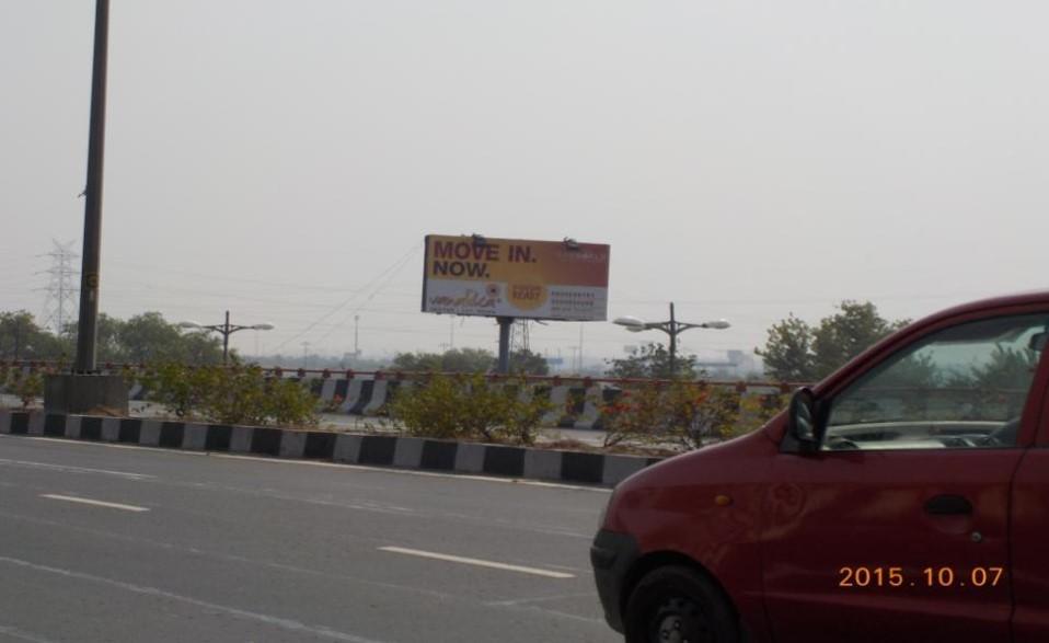 At Mayur Vihar Nr. DND Cut, Delhi