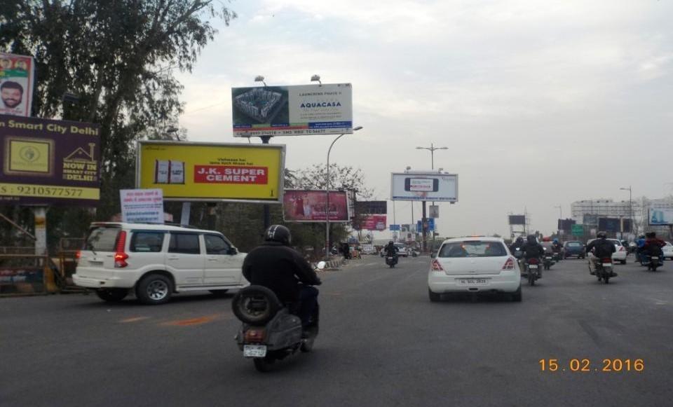 At Mayur Vihar Noida Exit, Delhi