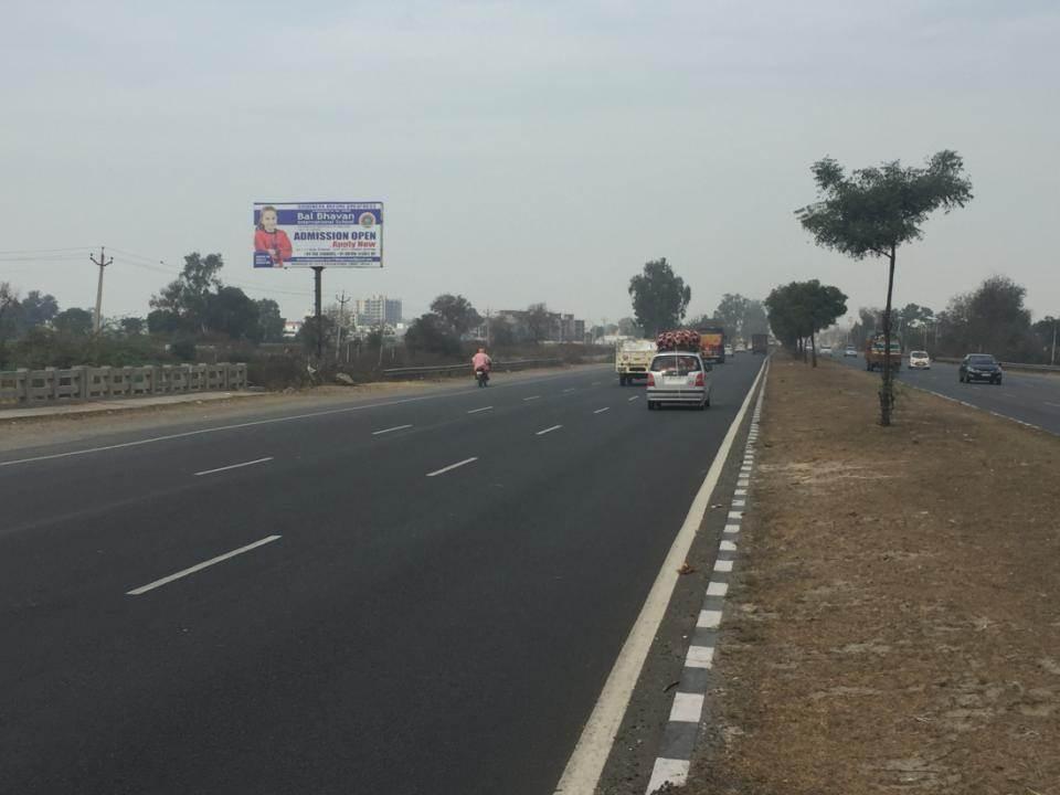 Ganuur Opp Kali mata Mandir, Highway