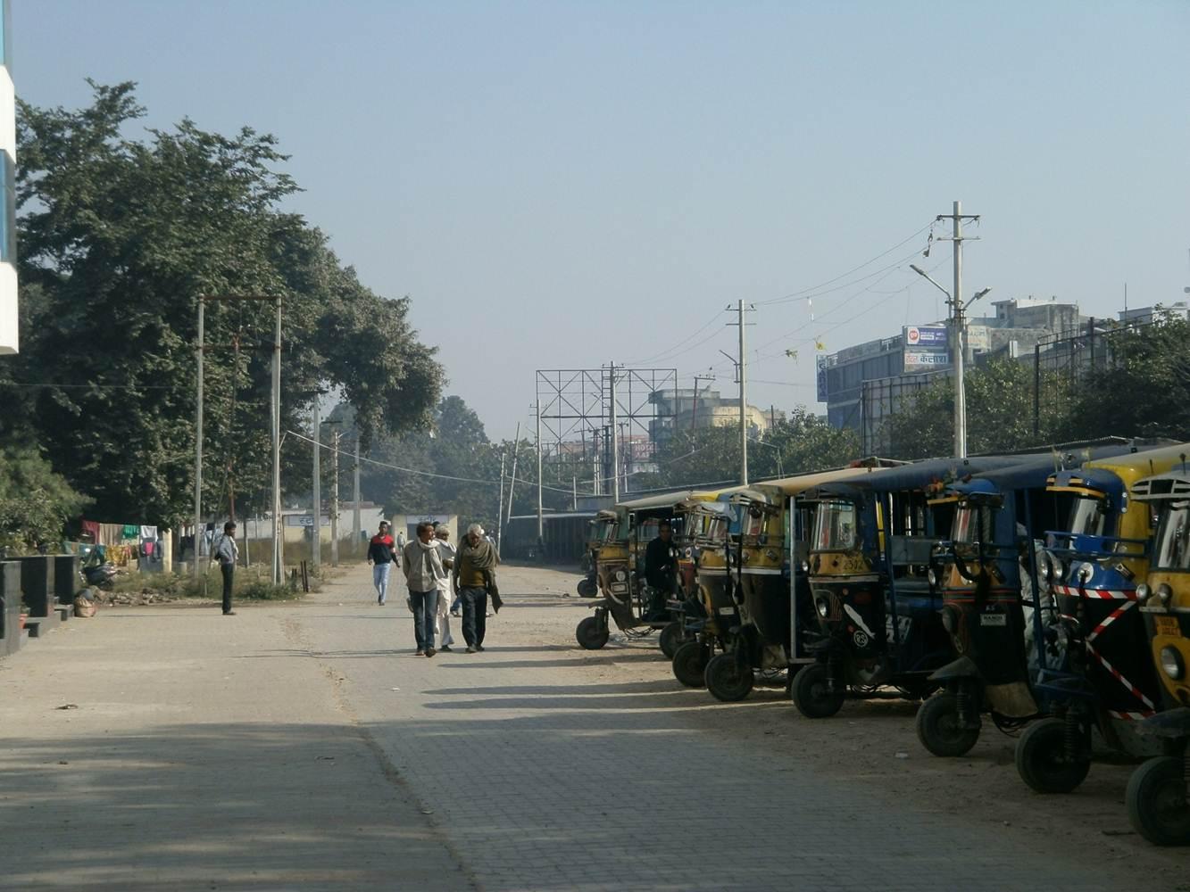Shivmurti Near Railway Station 2 Wheeler Stand Way to Harki Pauri, Haridawr