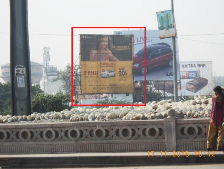1090 Crossing, Lucknow