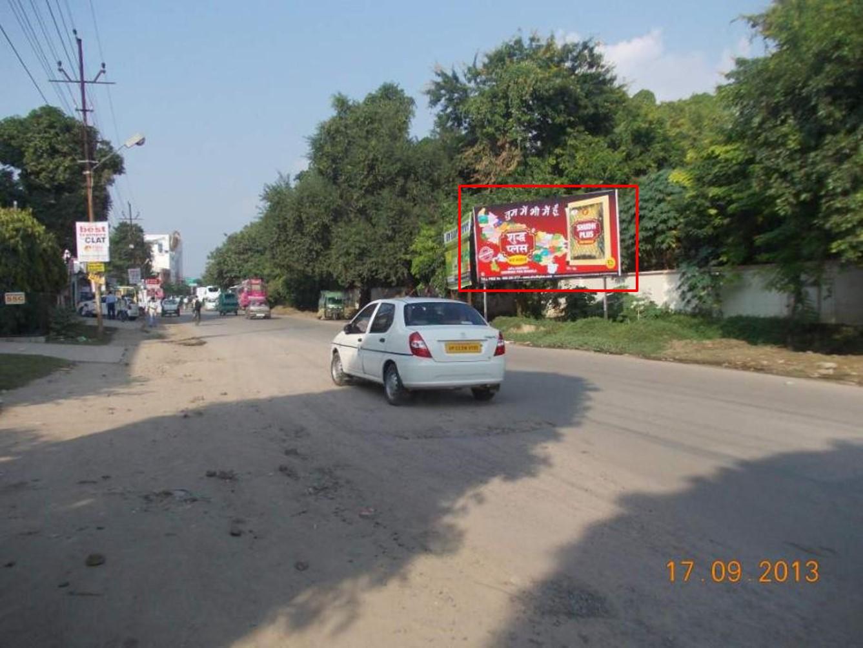 Nr. Rave Moti Mall, Kanpur