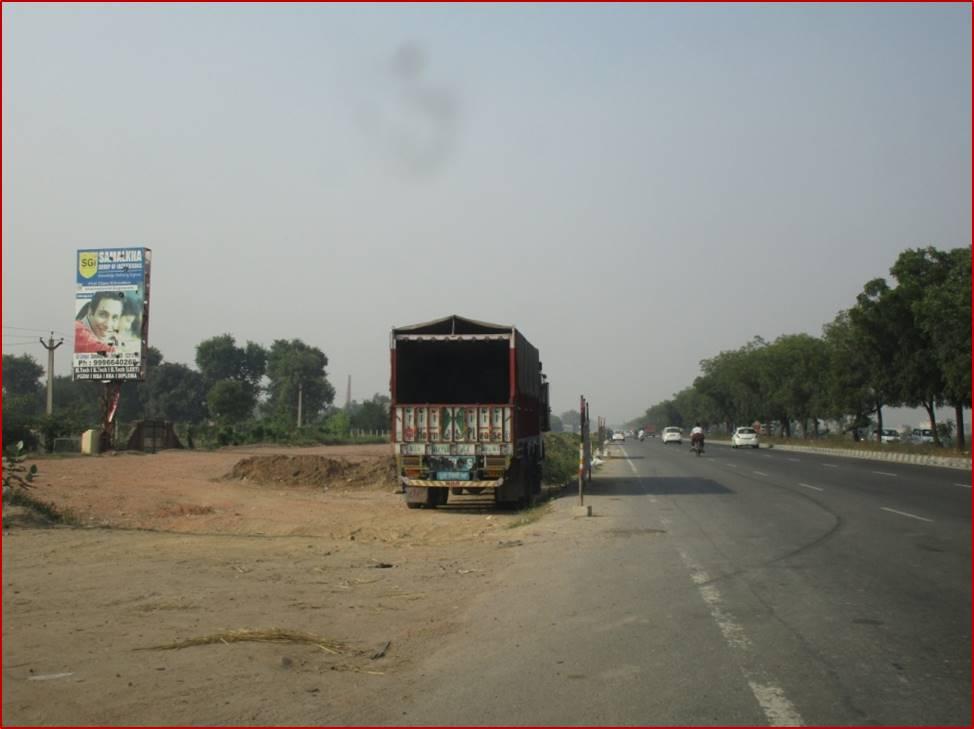 Befor Ganaur Flyover, Delhi to Chandigarh