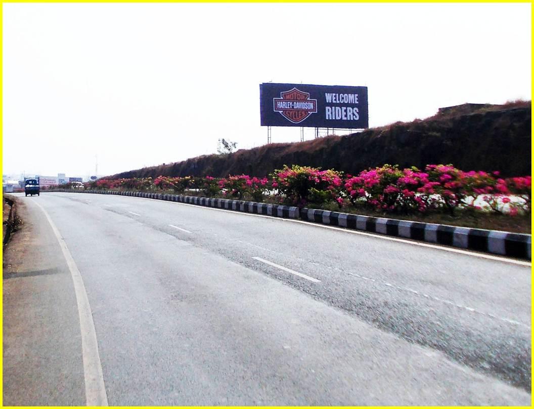 Airport road to Panjim / Margao at Kesarval